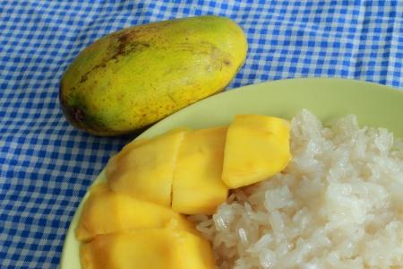 Mango sticky rice Stock Photo - 17184698