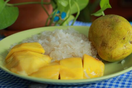 Mango sticky rice Stock Photo - 17184674