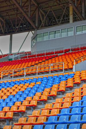 grandstand: Tribuna del asiento en un estadio vac�o