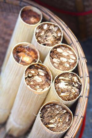 もち米を竹のロースト