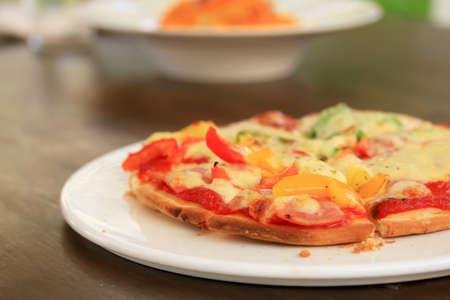 jamon y queso: Queso Jam�n de pizza italiana y la pimienta Foto de archivo