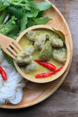 long bean: Taste of green curry coconut milk and rice noodle