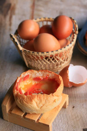 jamon y queso: cocinar al horno pan queso jam�n Foto de archivo