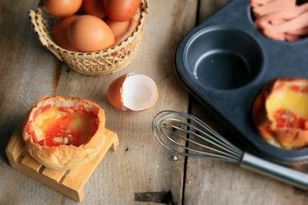 ham cheese: cocinar al horno pan queso jam�n Foto de archivo