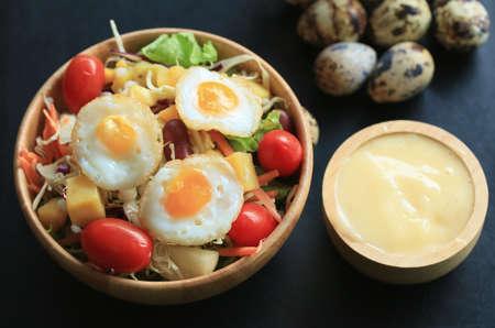 codorniz: ensalada de verduras huevos de codorniz