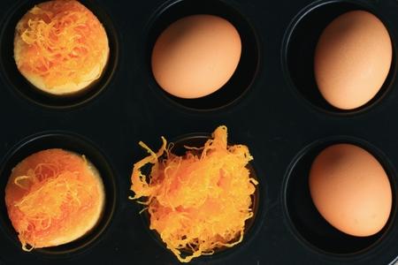 gold egg: cake gold egg thread
