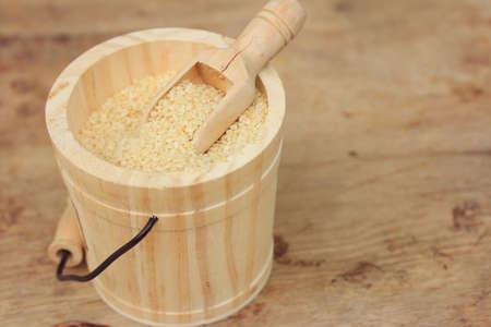 white sesame seeds: Dry white sesame seeds