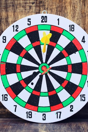 throw: throw darts Stock Photo