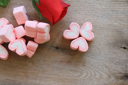 marshmellow: marshmallows with artificial roses