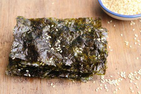 Crispy dried seaweed with sesame 스톡 콘텐츠