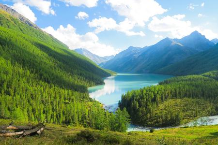 Picturesque view of blue Kucherla lake, Altai Mountains Banque d'images