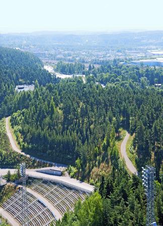 springplank: Uitzicht op Lahti uit de hoogste springplank Suurmaki. Finland