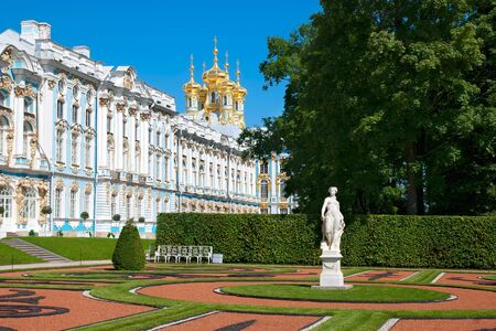 selo: TSARSKOYE SELO, SAINT-PETERSBURG, RUSSIA - JULY  30, 2013: Catherine Palace and Park with Allegory of Peace Statue. The Tsarskoye Selo is State Museum-Preserve. Located near Saint-Petersburg