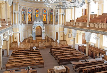 choral: SAINT-PETERSBURG, RUSSIA - JULY 30, 2015: The Grand Choral Synagogue. The Main Hall. View from the gallery for women. On the background is the Torah Ark Editorial