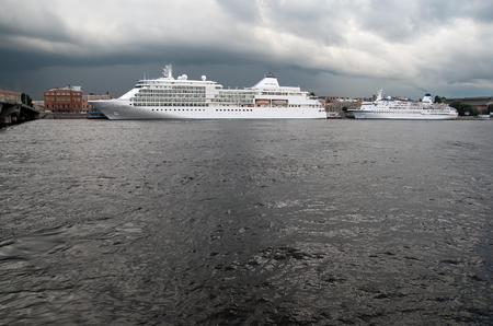 blagoveshchensky: SAINT - PETERSBURG, RUSSIA - JULY 13, 2016: Cruise ship on The Neva River next to The English Embankment and The Blagoveshchensky (Annunciation) Bridge