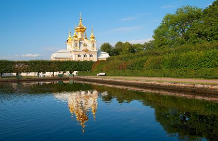 saints peter and paul: PETERHOF, SAINT - PETERSBURG, RUSSIA - AUGUST 19, 2016: The Upper Garden. The Eastern Square Pond and The Grand Palace Church of Saints Peter and Paul