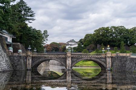 Nijubashi bridge inside The Imperial Palace, Tokyo, Japan. 版權商用圖片 - 120754379