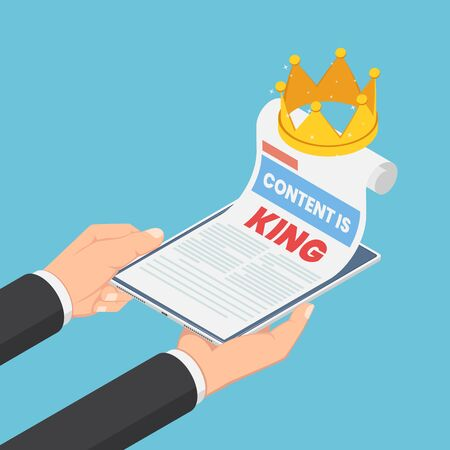 Flat 3d isometric businessman hands holding smartphone with content is king in web page and crown. Digital content marketing concept. Ilustração