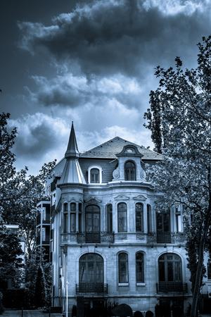 Scary Horror und Mystic Black und White House