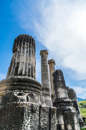 templo griego: Templo de Artemisa griega cerca de �feso y Sardes