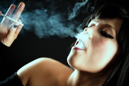 Young Woman Smoke Cigarette Lizenzfreie Bilder