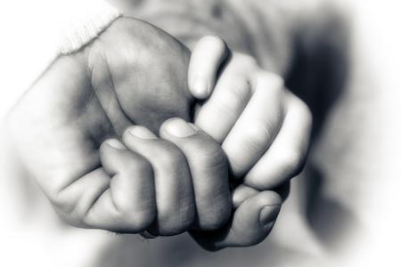 Vater und Sohn Hände Holding Moment
