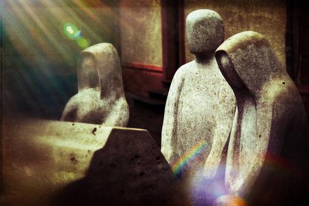 Retro Grunge People No Face and Rip Coffin Sculpture Standard-Bild