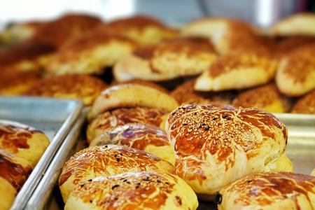 Leckeres herzhaftes Gebäck zum Frühstückssnack Standard-Bild