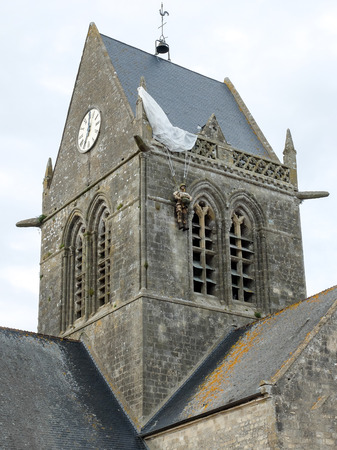 mere: Famous paratrooper soldier dummy on the Church of St Mere Eglise in Normandy, memorial of WW2