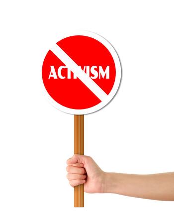 humanism: Mano que sostiene la muestra roja de alerta