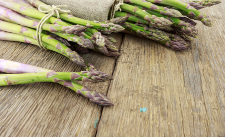 raffia: Bunch of asparagus tied with raffia cloth and cord on wooden surface