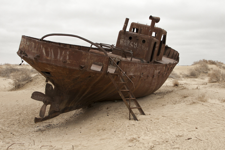Aral sea shipwreck Banque d'images