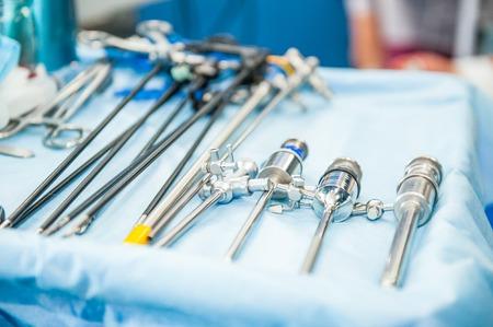 Zamknij steralized narzędzia chirurgiczne do chirurgii laparoskopowej. Selektywna ostrość Zdjęcie Seryjne