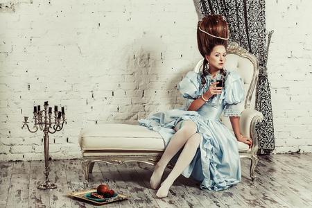 Innenaufnahmen Im Marie Antoinette Stil Ein Junges Sexy Madchen In