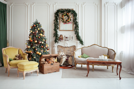 Beautiful Christmas interior. New year decoration. Living room with fireplace Standard-Bild