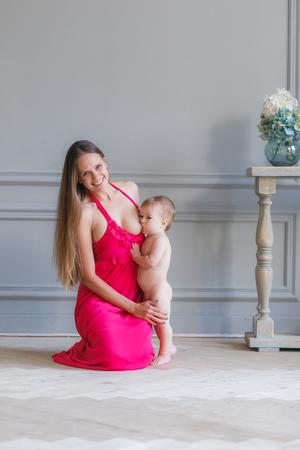 allattamento. mamma e bambino. corretta alimentazione con latte naturale