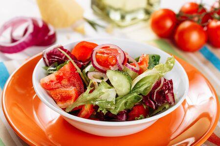 Fresh Healthy Red Vegetable Spring Salad Bowl Side Imagens