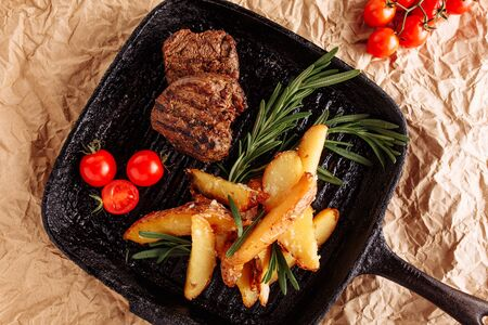 Beef Medallion Fried with Potato Top Flat Lay Stockfoto