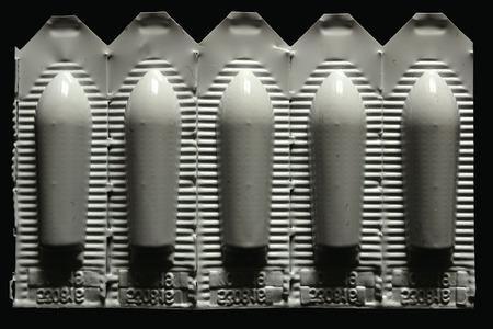 검정색 배경에 고립 된 좌약의 흰색 팩 스톡 콘텐츠