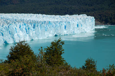 The Perito Moreno Glacier is a big glacier located in the Los Glaciares National Park in Santa Cruz Province, Argentina. Its one of the most famous tourist attractions in the Argentinian Patagonia. 版權商用圖片