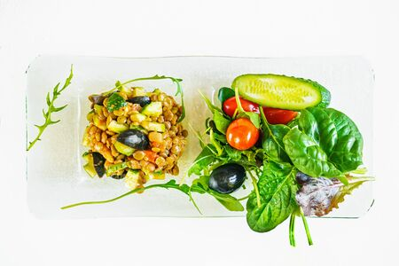 Vegan avocado and lentil salad is prepared for Breakfast at home. Diet food for forced inactivity. diet without calories. 免版税图像