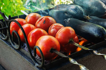 prepare an Oriental dish, grilled vegetables are baked. Pepper eggplant tomatoes are cooked over an open fire. Ajap sandal, Imam bayaldi