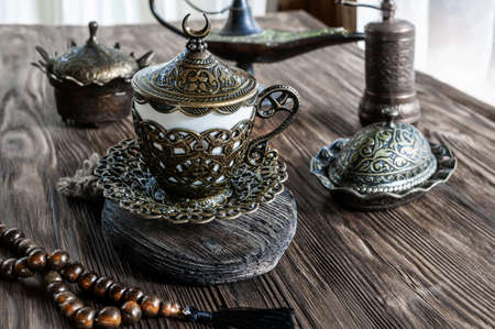 Turkish coffee with delight and traditional copper serving set. Turkish tradition. Stunning beauty of Turkish dishes for drinking coffee Archivio Fotografico