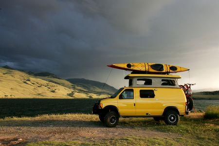 몬타나에있는 4x4 RV 밴으로 야영하기