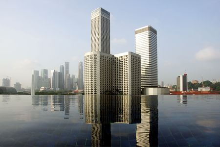 infinity pool: Skyline of modern business district over infinity pool, Singapore