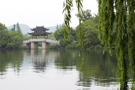 di: Famous Su Di Bridge on West Lake, Hangzhou, China