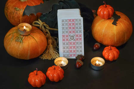 Defocused mystic ritual with tarot cards, and candles. Halloween concept, black magic or fortune telling rite with occult and esoteric symbols. ... High quality photo Standard-Bild