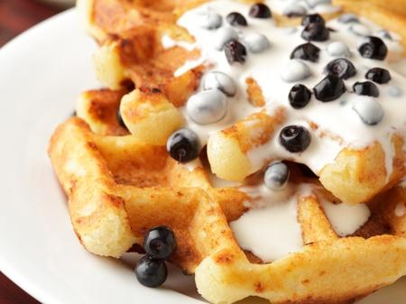 belgie: Smaak wafel met yoghurt en billberies close-up