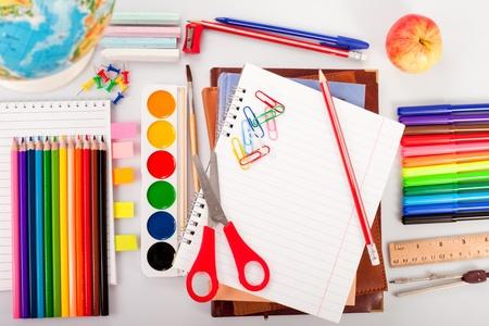 leerboek: Terug naar shcool concept voor tekenen en schilderen