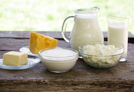 lacteos: Productos l�cteos en la mesa de madera, enfoque selectivo, en el fondo poca profundidad de campo Foto de archivo